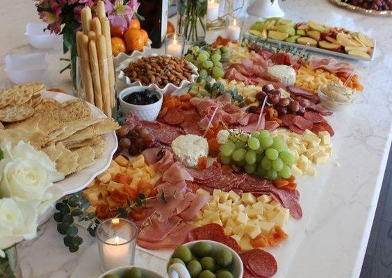 Un consejo experto para que escojas el menú apropiado en tu matrimonio. (Salón social Medellín).